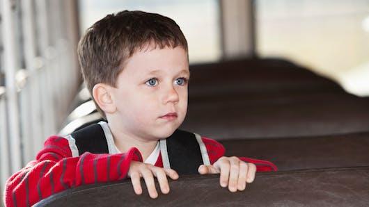 Un enfant de 3 ans passe 8 heures oublié dans un bus scolaire