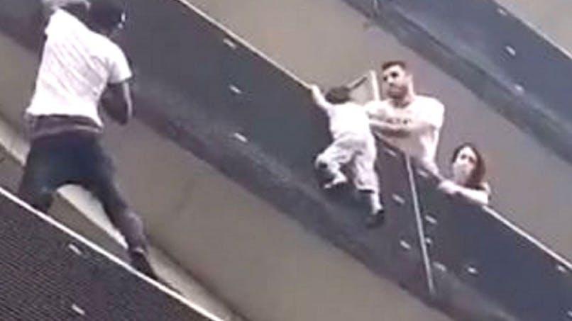 Exploit de Mamoudou Gassama : le père de l'enfant suspendu au balcon poursuivi par la justice