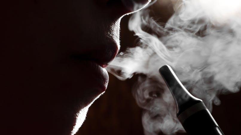 Une maman en colère : à 13 ans, son fils a pu acheter une cigarette électronique