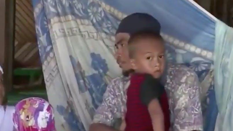 Indonésie : après le séisme, un petit garçon de 5 ans retrouve par miracle ses parents (vidéo)