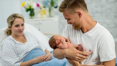 Les hormones masculines peuvent aussi varier après un accouchement