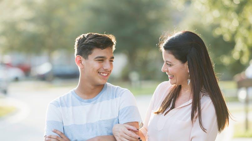L'âge de la puberté des garçons serait lié à celui de leur mère