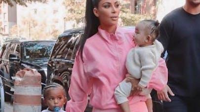 Kim Kardashian maman : elle anticipe les critiques sur l'éducation de ses enfants