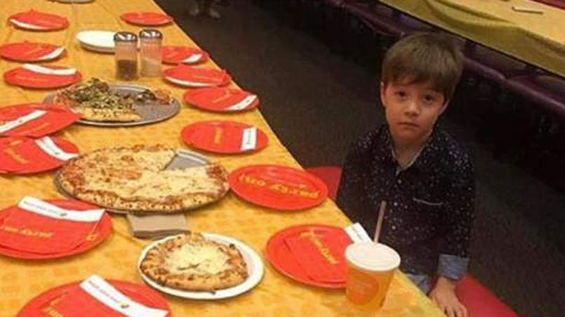 Ses copains ne sont pas venus à son anniversaire, les internautes le réconfortent