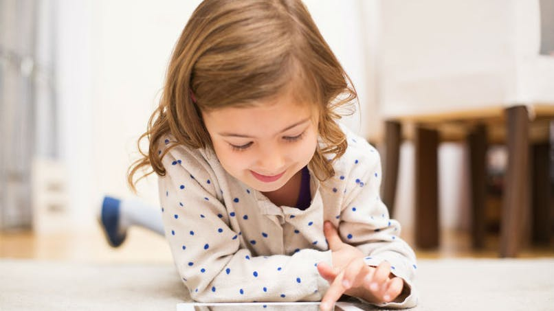 Les enfants qui passent trop de temps sur les écrans sont plus susceptibles d'aimer la «junk food»