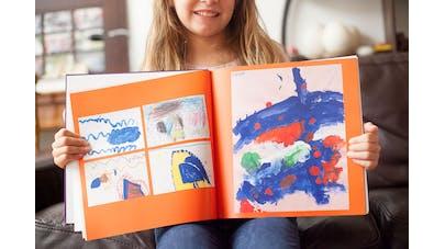 petite fille livre orange dessins enfants