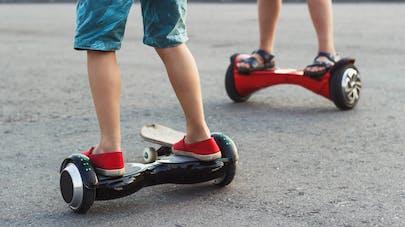 un hoverboard prend feu dans une chambre d'enfant