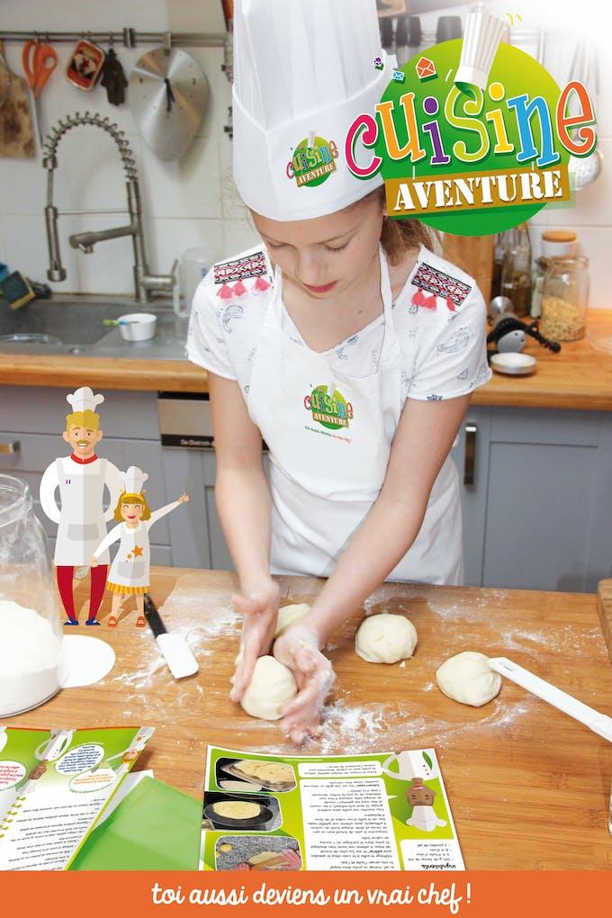 petite fille qui cuisine un cours cuisine aventure