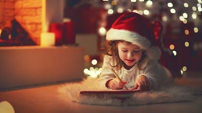 enfant écrivant au père noel