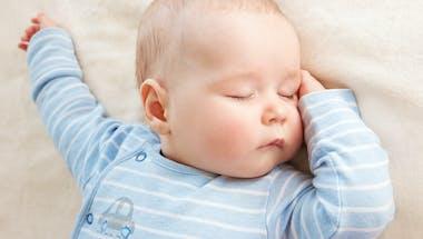 Bébé ne fait pas ses nuits à 6 ou 12 mois : pas de panique !