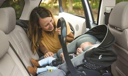 Choisissez i-size dès la naissance pour des trajets zen en voiture