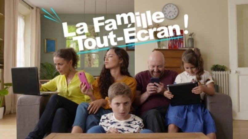 «La Famille Tout-Ecran»: cette série TV et web nous guide pour l'utilisation des ordis, tablettes, et smartphone (vidéo)