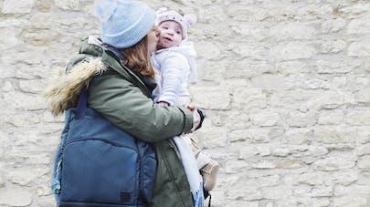 Maman avec sac à langer spécial couches lavables