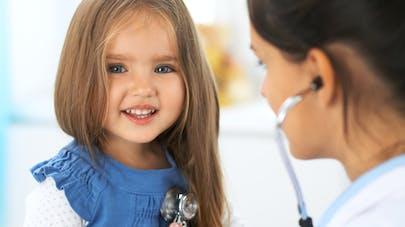 enfant chez le pédiatre
