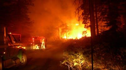 """Incendies en Californie : """"Prends mon bébé et cours"""", le récit glaçant d'une jeune mère"""