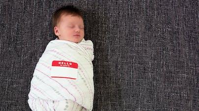 Abandonnée à la naissance, elle cherche sa maman sur Twitter
