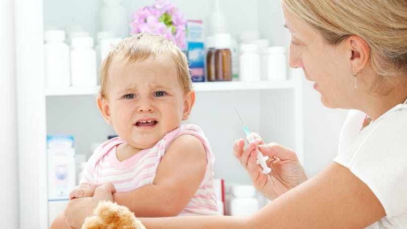 5 astuces pour réduire la douleur de la piqûre chez bébé