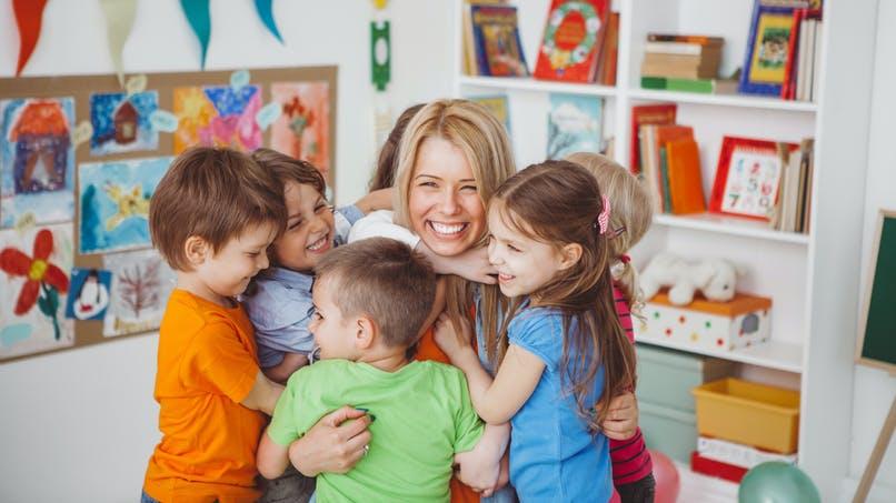 École : pourquoi aime-t-on tant notre instit de maternelle ?