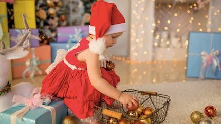 Noël : quels premiers jouets offrir à bébé ?