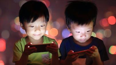 l'abus d'écrans chez les enfants