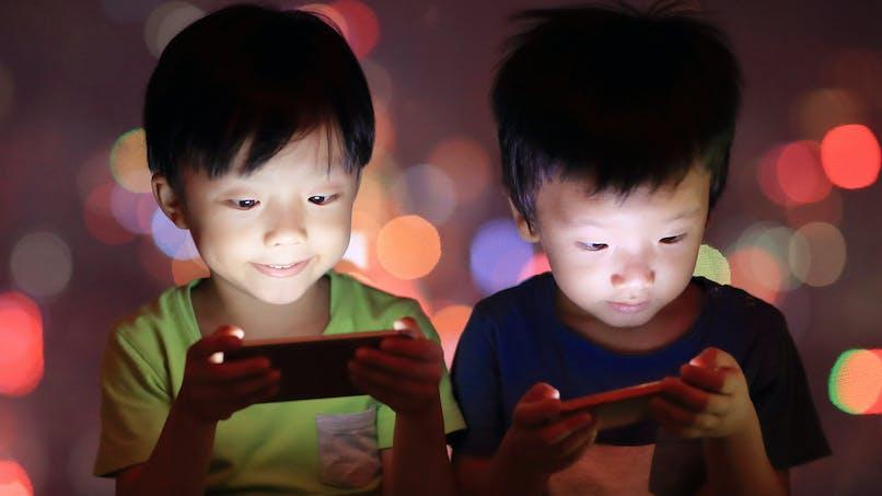 Le cerveau des enfants abusant des écrans se modifie