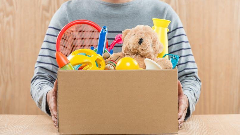 Lingettes, attache-tétine, peluches : plusieurs jouets défectueux rappelés