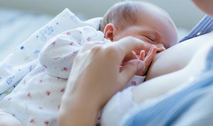 Allaitement : le lait maternel donne une bouche plus saine à bébé