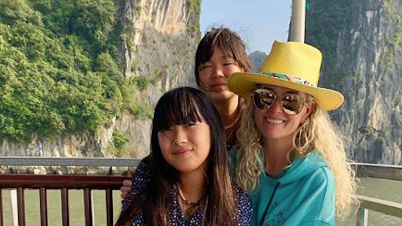 Laeticia Hallyday et ses filles : leur Noël magique au Vietnam (photos)