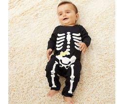 Le pyjama squelette d'Halloween