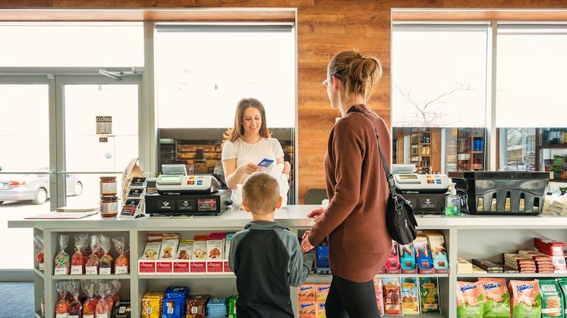 Santé alimentaire: vers l'interdiction des friandises en caisse des supermarchés?
