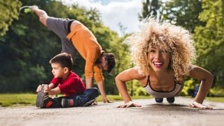 femme sport avec enfant