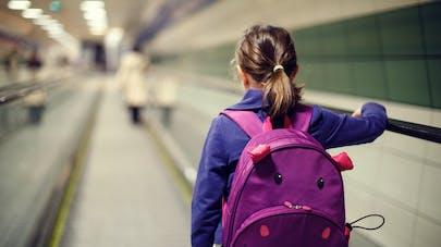 enfant dansle métro