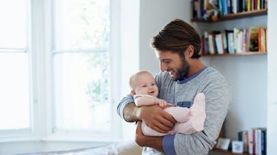 papa avec son bébé