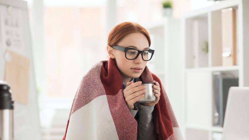 Froid : pourquoi les femmes en souffrent plus que les hommes