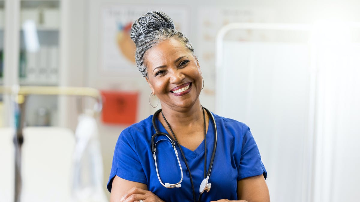 infirmiere equipe medicale presente lors dun accouchement