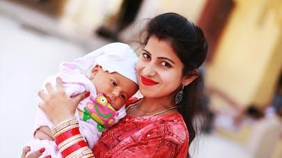 maman indienne et son bébé