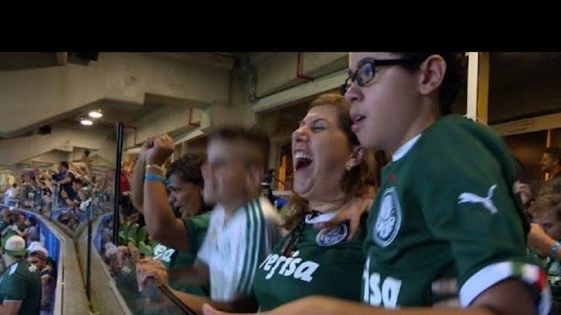 Cette maman commente les matchs de foot pour son fils aveugle (vidéo)