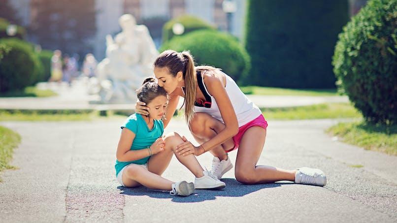 Les adultes prennent moins au sérieux la douleur des petites filles