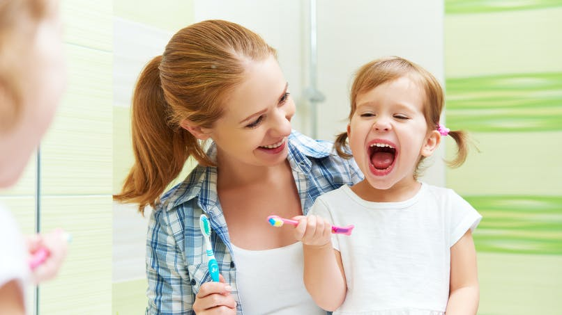 Hygiène dentaire : 40% des enfants feraient cette erreur dangereuse avec le dentifrice