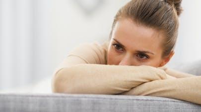 jeune femme déprimée