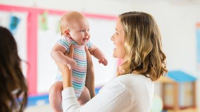 rencontre entre le bébé et la personne qui le garde