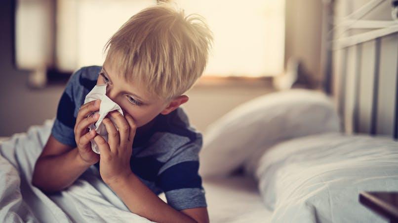 Rhinopharyngite de l'enfant : les symptômes de la complication en sinusite