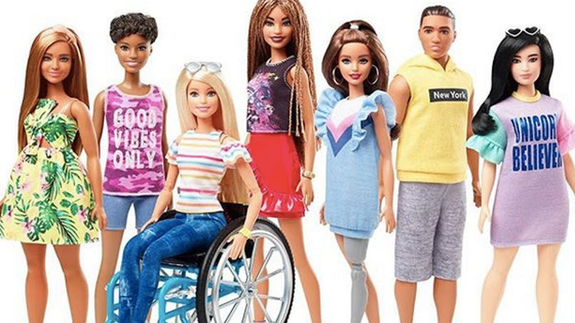 Handicap : Barbie existe aussi en fauteuil roulant et avec une prothèse