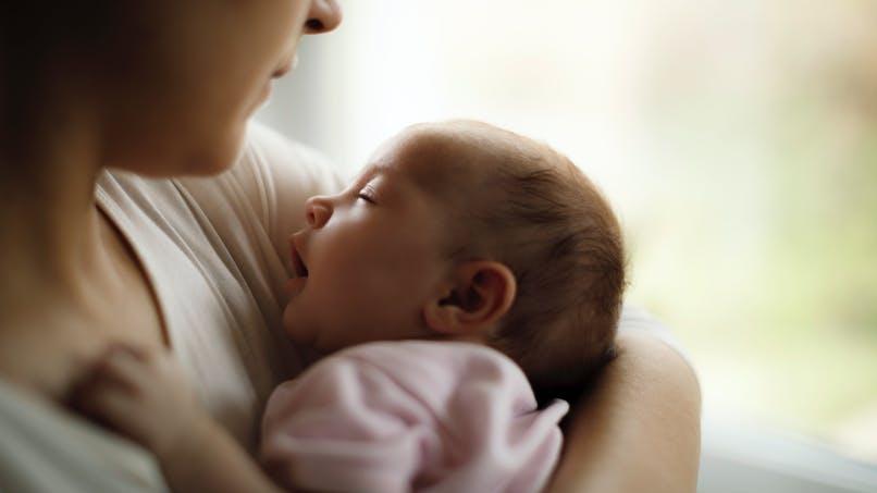 Une maman raconte : comment ma peur de mal faire a gâché mes premiers mois avec bébé