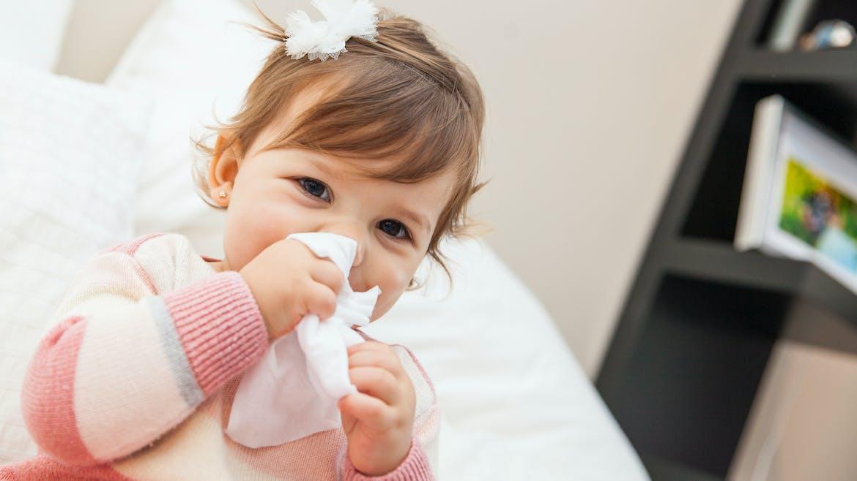 Rhume de bébé : et si on le soignait avec l'homéopathie ?