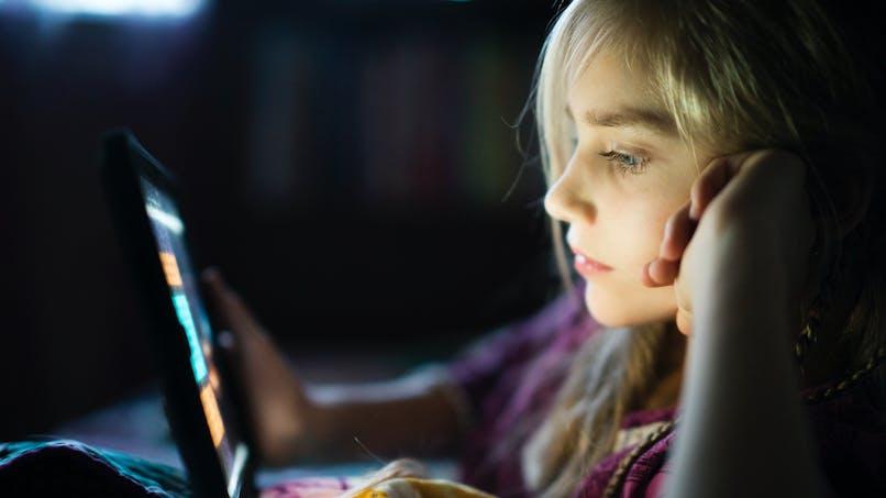 Sommeil des enfants : attention aux écrans utilisés dans le noir