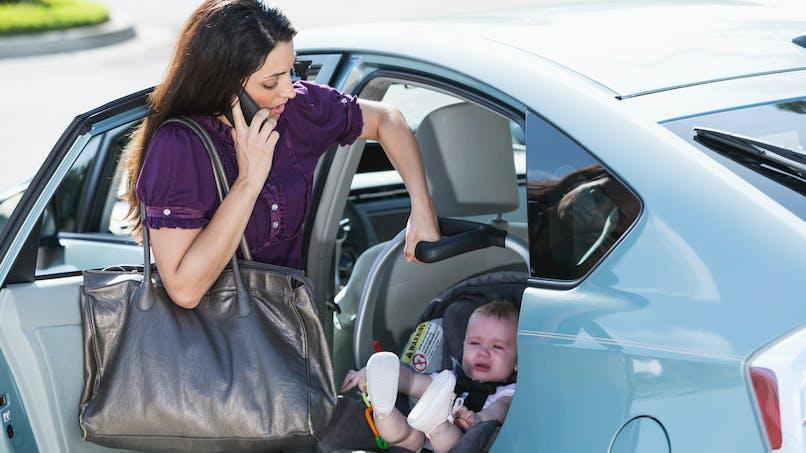 Période post-accouchement : pourquoi il faut éviter de transporter un siège-auto