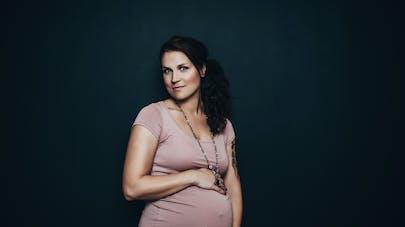 très jolie femme en fin de grossesse