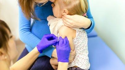 """""""Pas de vaccin, pas d'école"""" : l'Italie part en guerre contre les anti-vaccins"""