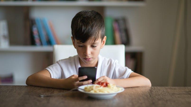 4 signes pour repérer l'anorexie de l'enfant